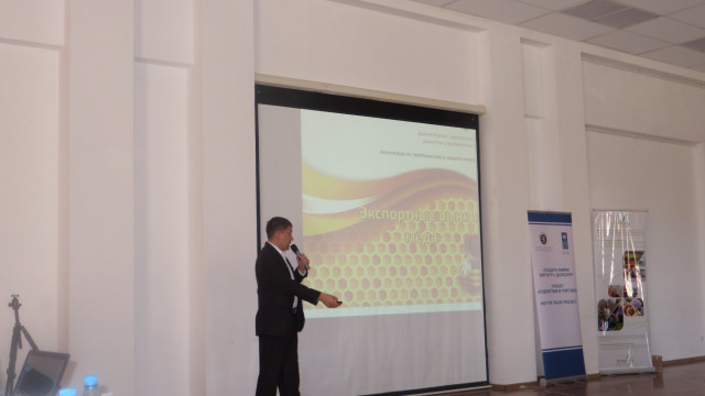 В Иссык-Кульской области проведен Форум развития сектора пчеловодства-2017 «Тенденции развития сектора и проблемы производства и экспорта».