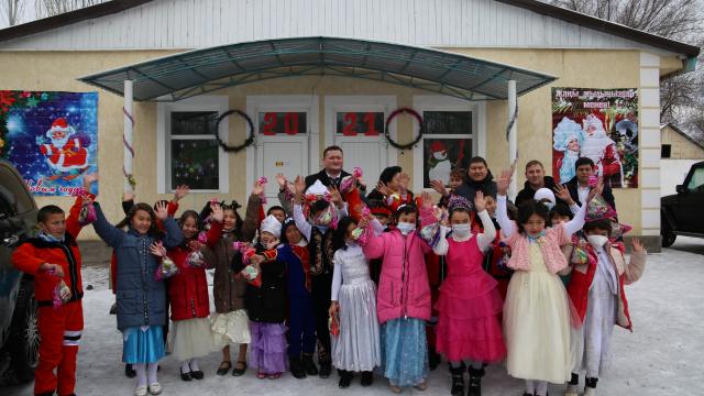 Сотрудники АПЗИ посетили школу-интернат для детей сирот